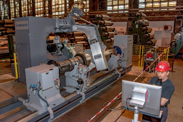 The Herkules type roll grinder is commissioned in the Hot-Rolling Mill}
